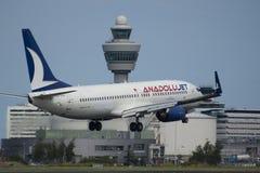Aterrizaje plano de Anadolu Boeing Foto de archivo libre de regalías