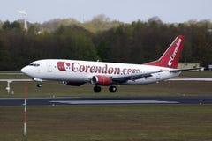 Aterrizaje plano de Corendon Boeinf 737 Imagen de archivo