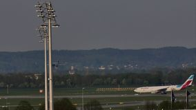 Aterrizaje plano en el aeropuerto de Munich, primavera