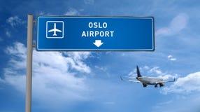 Aterrizaje plano en Oslo con el letrero fotografía de archivo libre de regalías