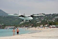 Aterrizaje plano privado en la playa de St.Barth Fotografía de archivo