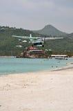 Aterrizaje plano privado en la playa de St.Barth Foto de archivo libre de regalías