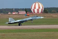 Aterrizaje Sukhoi PAK FA T-50 fotografía de archivo libre de regalías
