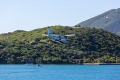 Aterrizaje transportado por mar del hidroavión en St Thomas imagenes de archivo