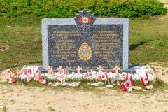 Aterrizajes de Normandía, monumento canadiense del ejército en Juno Beach imágenes de archivo libres de regalías