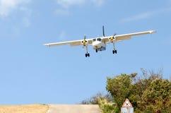 Aterrizando en el aeropuerto del St. Barth, del Caribe Fotos de archivo