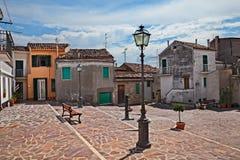 Atessa, Chieti, Abruzzo, Włochy: mały kwadrat w starym miasteczku fotografia stock