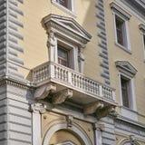 Athènes, Grèce, le balcon du bâtiment néoclassique photographie stock libre de droits