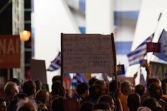 Athènes, Grèce, le 3 juillet 2015 Le maire d'Athènes, célébrités grecques et demonstrarte local de personnes au sujet du référend Image stock