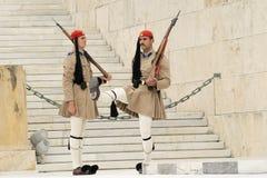 Athènes, Grèce, le 30 mai 2015 Changement de garde d'Evzones devant le parlement de la Grèce Photos libres de droits