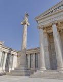 Athéna la déesse du grec ancien de la science et de la sagesse, devant l'académie d'Athènes photo libre de droits