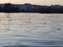 Ath de la puesta del sol el Donau Fotos de archivo