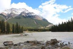 Athabasca-Fluss-Himmel Stockfotos