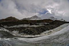 Athabasca glaciär, Columbia Icefields, Jasper National Park Royaltyfri Foto