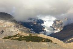 Athabasca glaciär med moln Royaltyfria Bilder