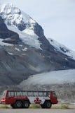 Athabasca Gletscher und Eis-Forscher Lizenzfreie Stockfotografie