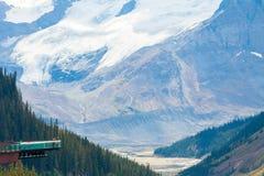 Athabasca Kanada för sikt för skywalk för Columbia icefieldglaciär Royaltyfria Bilder