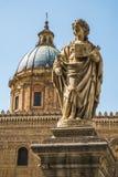 Athedral kyrka av Santa Rosalia och statyer av Sant ` Oliva i Palermo Arkivfoton
