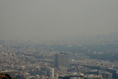 Athen Griechenland abgedeckt im Rauche stockbilder