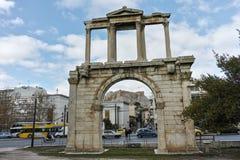 ATHEN, GRIECHENLAND - 20. JANUAR 2017: Erstaunliche Ansicht des Bogens von Hadrian in Athen, Attika Lizenzfreies Stockfoto
