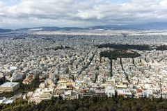 ATHEN, GRIECHENLAND - 20. JANUAR 2017: Erstaunliches Panorama der Stadt von Athen von Lycabettus-Hügel, Attika Stockbilder