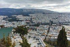ATHEN, GRIECHENLAND - 20. JANUAR 2017: Erstaunliches Panorama der Stadt von Athen von Lycabettus-Hügel, Attika Lizenzfreie Stockfotografie