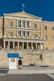 ATHEN, GRIECHENLAND - 19. JANUAR 2017: Evzones - Präsidentenzeremoniellschutz im Grabmal des unbekannten Soldaten Lizenzfreies Stockbild