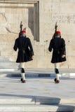 ATHEN, GRIECHENLAND - 19. JANUAR 2017: Evzones - Präsidentenzeremoniellschutz im Grabmal des unbekannten Soldaten Stockfotografie