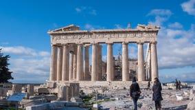 ATHEN, GRIECHENLAND - 20. JANUAR 2017: Leute vor dem Parthenon in der Akropolise von Athen, Attika Lizenzfreies Stockfoto