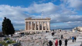 ATHEN, GRIECHENLAND - 20. JANUAR 2017: Leute vor dem Parthenon in der Akropolise von Athen, Attika Stockbilder