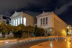 ATHEN, GRIECHENLAND - 19. JANUAR 2017: Nachtansicht der Nationalbibliothek von Athen, Griechenland Stockfotografie