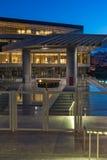 ATHEN, GRIECHENLAND - 19. JANUAR 2017: Nachtfoto des Akropolis-Museums in Athen, Griechenland Lizenzfreie Stockfotografie