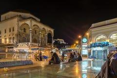 ATHEN, GRIECHENLAND - 19. JANUAR 2017: Nachtfoto von Monastiraki-Quadrat, Athen, Griechenland Stockbild