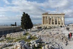 ATHEN, GRIECHENLAND - 20. JANUAR 2017: Panorama des Parthenons in der Akropolise von Athen, Griechenland Lizenzfreie Stockfotos
