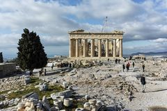 ATHEN, GRIECHENLAND - 20. JANUAR 2017: Panorama des Parthenons in der Akropolise von Athen, Griechenland Stockfotografie
