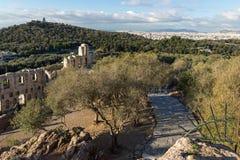 ATHEN, GRIECHENLAND - 20. JANUAR 2017: Ruinen von Odeon von Herodes-Atticus in der Akropolise von Athen, Griechenland Lizenzfreies Stockfoto