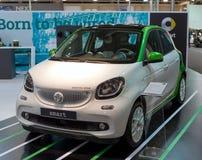 ATHEN, GRIECHENLAND - 14. NOVEMBER 2017: Intelligenter Fortwo-Elektroantrieb an der Autoausstellung Aftokinisi-Fisikon 2017 Lizenzfreie Stockfotografie
