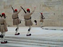 Athen-Militär schützt die angehobenen Stechschrittarme Stockbild