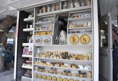Athen, am 6. September: Andenken-Shopinnenraum von Athen in Griechenland stockfotos