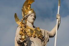 Athena Statue delante del parlamento en Viena Austria foto de archivo libre de regalías