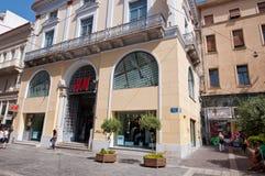 22 Athene-AUGUSTUS: H&M-opslag op Emrou-straat op 22,2014 Augustus Athene, Griekenland Stock Afbeelding
