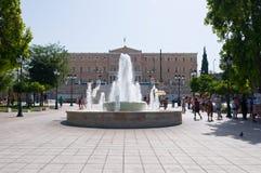 22 Athene-AUGUSTUS: Het syntagmavierkant en Parlement die op 22 Augustus, 2014 in Athene, Griekenland voortbouwen Stock Afbeeldingen