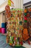 22 Athene-AUGUSTUS: Traditioneel Grieks die schoeisel voor verkoop op Plaka-gebied op 22 Augustus, 2014 in Athene, Griekenland wo Stock Foto