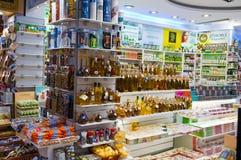 22 Athene-AUGUSTUS: Traditionele Griekse schoonheidsmiddelen die voor verkoop op Plaka-gebied op 22 Augustus, 2014 in Athene, Gri Royalty-vrije Stock Afbeeldingen