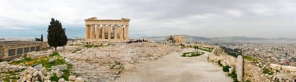 Athene, Griekenland - Februari 23, 2019: Panorama van de Oostelijke voorgevel van de Parthenon-tempel op de Akropolis van Athene, stock afbeeldingen