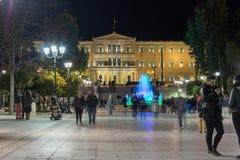 ATHENE, GRIEKENLAND - JANUARI 19 2017: Nachtfoto van Syntagmavierkant in Athene, Griekenland Stock Foto's