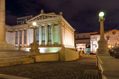 ATHENE, GRIEKENLAND - JANUARI 19 2017: Nachtmening van Academie van Athene, Griekenland Royalty-vrije Stock Foto's