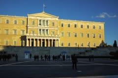 ATHENE, GRIEKENLAND - JANUARI 19 2017: Zonsondergangmening van het Griekse parlement in Athene Stock Afbeeldingen