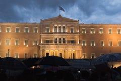 Athene, Griekenland, 30 Juni 2015 Griekse die mensen tegen de overheid over het aanstaande referendum worden aangetoond Stock Foto