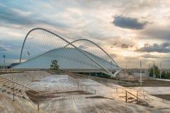 Athene, Griekenland 22 Oktober 2015 Olympisch sport cirkelend centrum tegen een dramatische zonsondergang royalty-vrije stock afbeelding